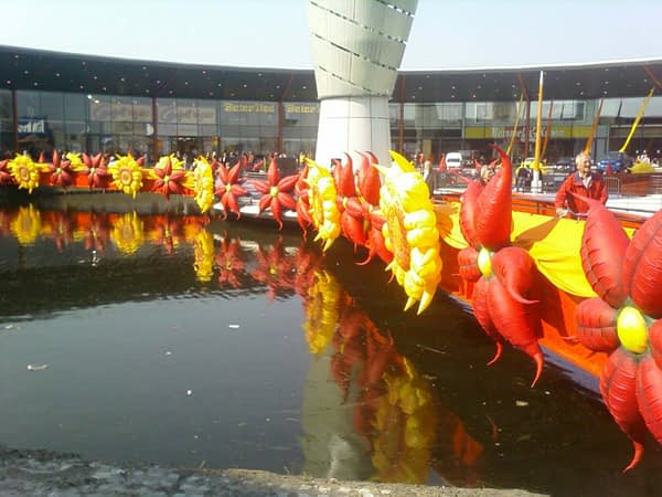 inflatable red flowers and sunflowers