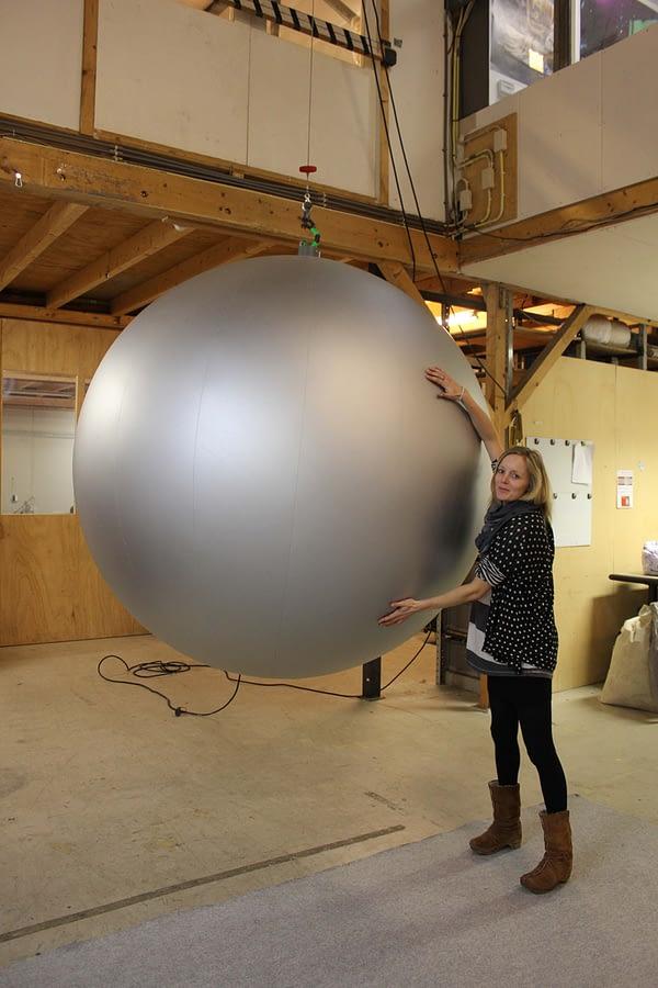 Inflatable aluminium ball